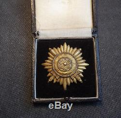 WWII GERMAN OSTVOLK MEDAL 1st CLASS IN GOLD WITH SWORDS & CASE RARE ORIGINAL